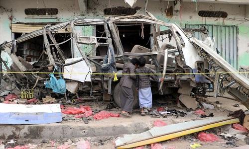 Hiện trường vụ Arab Saudi không kích nhầm xe buýt chở học sinh ở Yemen khiến ít nhất 51 người, trong đó có 40 trẻ em thiệt mạng ngày 9/8. Ảnh: Sky News.