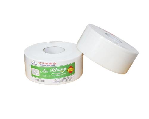 Giấy vệ sinh cuộn lớn được sản xuất từ 100% giấy nguyên sinh, an toàn cho sức khỏe.