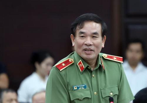 Thiếu tướng Vũ Xuân Viên thông tin về tình trạng đòi nợ thuê ở Đà Nẵng. Ảnh: Nguyễn Đông.