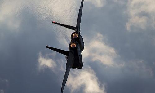 Tiêm kích F-15 của Israel bay trong lễ tốt nghiệp của các phi công tại căn cứ không quân Hatzerim, gần thành phố Beersheba. Ảnh: AP.