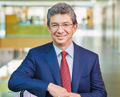 Ông Andre Calantzopoulos - CEO Philip Morris.
