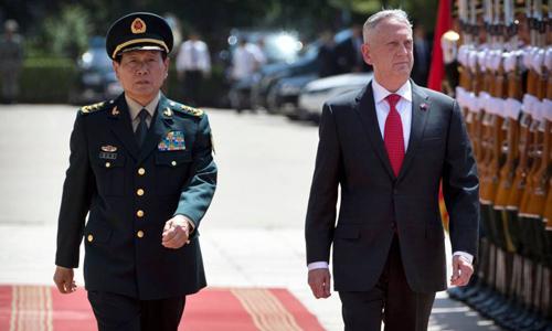 Bộ trưởng Quốc phòng Trung Quốc Ngụy Phượng Hòa (trái) trong buổi tiếp đónngười đồng cấp Mỹ Jim Mattis tại Bắc Kinh hôm 27/6. Ảnh: AFP.