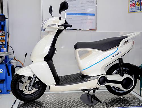 Xe điện Nhật Bản Terra A4000i ra mắt tại Hà Nội năm 2014. Giá cao khiến dòng xe này không chiếm được thị phần.