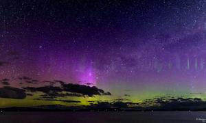 Hàng tia sáng thẳng đứng xuất hiện trong cực quang ở Tasmania