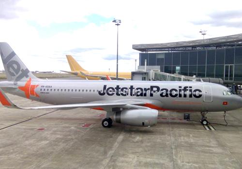 Ngày 6/11, máy bay Jetstar phải hủy chuyến do sân bay Tuy Hòa không hoạt động buổi tối vì thiếu đèn đường băng. Ảnh: Anh Duy.