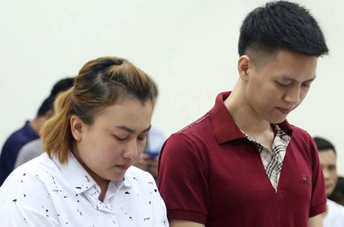 Nam và Trinh tại phiên tòa sơ thẩm.