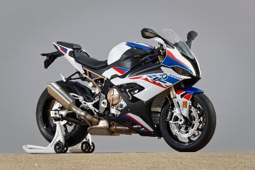Hãng xe Đức đã nâng cấp thiết kế cho chiếc siêu môtô, giúp S1000RR có ngoại hình thể thao hơn.