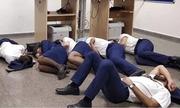 Phi hành đoàn hãng hàng không Ireland bị sa thải vì chụp ảnh ngủ trên sàn nhà