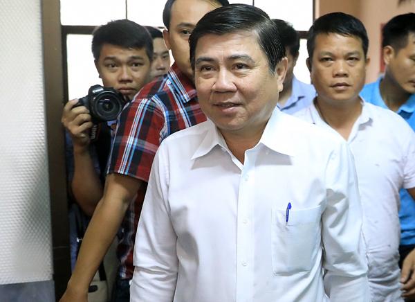 Ông Nguyễn Thành Phong đến buổi làm việc sáng nay. Ảnh: Hữu Khoa.