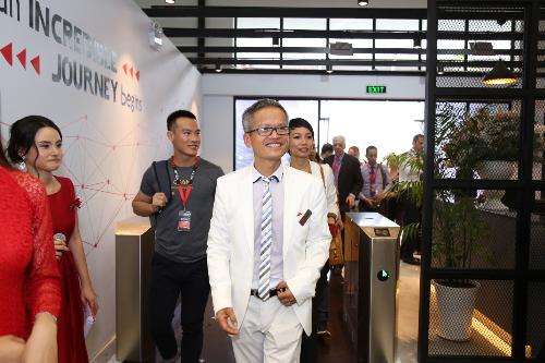 Dù chưa chính thức đi vào đào tạo, sinh viên của Intek đang được rất nhiều công ty đặc biệt quan tâm như Siemens, Vietjet... Họ sẽ học và tốt nghiệp trong vòng 2,5 năm trước khi bắt đầu công việc tại một trong những công ty hàng đầu với mức lương cao so đại đa số kỹ sư công nghệ thông tin, ông Phan Chính, Giám đốc điều hành học viện CNTT Intek chia sẻ.