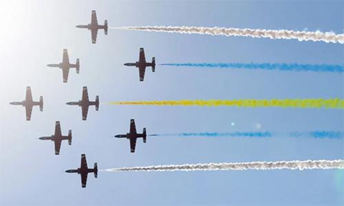 Đội bay biểu diễn của không quân Trung Quốc trìnhdiễn tại lễ khai mạc Triển lãm Hàng không Chu Hải2018. Ảnh: Dickson Lee.