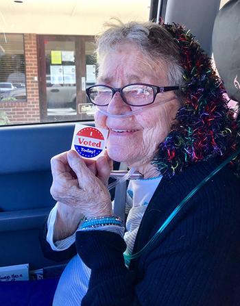Cụ bà Mỹ 82 tuổi qua đời sau lần đầu đi bỏ phiếu bầu cử - ảnh 1