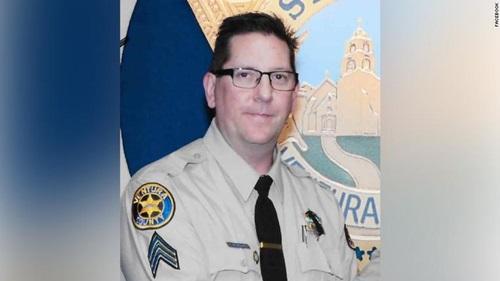 phó cảnh sát trưởng hạt VentunaRon Helus, người thiệt mạng trong vụ xả súng: Ảnh: CBC.