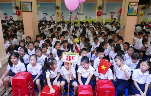 Học sinh tiểu học Hà Nội trong lễ khai giảng năm 2015. Ảnh: Q.Đ.