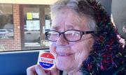 Cụ bà Mỹ 82 tuổi qua đời sau lần đầu đi bỏ phiếu bầu cử
