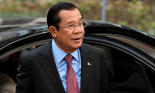 Thủ tướng Campuchia Hun Sen tới dự hội nghị thượng đỉnh các nhà lãnh đạo ASEM tại Brussels, Bỉ ngày 19/10. Ảnh: Reuters.