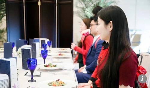 Thầy dạy lễ nghi quý tộc cho giới siêu giàu Trung Quốc - ảnh 3