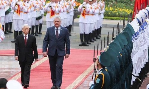 Chủ tịch nước Nguyễn Phú Trọng và Chủ tịch Cuba Miguel Mario Diaz-Canel Bermudez tại lễ đón diễn ra sáng nay. Ảnh: Giang Huy..