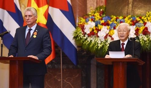 Chủ tịch Nguyễn Phú Trọng và Chủ tịch Cuba Diaz-Canel tại buổi gặp gỡ báo chí sau hội đàm và ký kết văn kiện. Ảnh: Giang Huy.