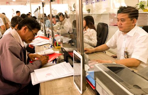 Cán bộ của TP HCMđược đánh giá hoàn thành tốt nhiệm vụ sẽ có thu nhậptănglên 0,6 lần trong năm nay. Ảnh: Tuyết Nguyễn.
