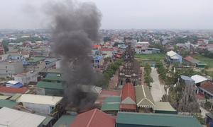 Khói đốt lò ngày đêm khiến dân làng Thạch Thất, Hà Nội bức xúc