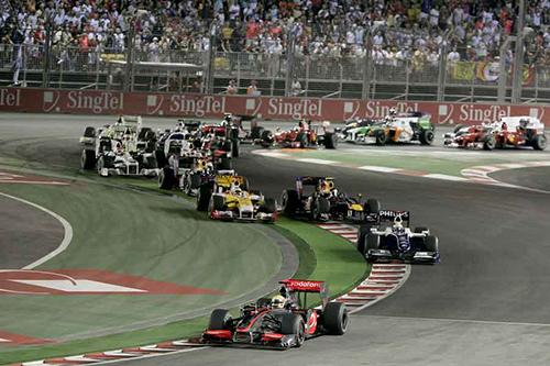 Các tay đua tại giải Singapore Formula 1 Grand Prix năm 2009. Ảnh: Snaplap