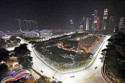 Trường đua đêm Vịnh Marina, Singapore sáng gấp 4 lần các sân bóng đá. Ảnh: Snaplap
