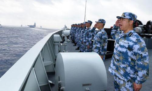 Lính hải quân Trung Quốc trong cuộc duyệt binh ngoài khơi đảo Hải Nam. Ảnh: Xinhua.