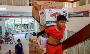 Tiểu thương dọn hàng vào chợ lớn nhất Sài Gòn sau hai năm sửa chữa