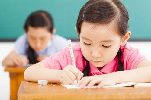 Học sinh Singapore chịu căng thẳng học tập từ sớm. Ảnh: Young Parents