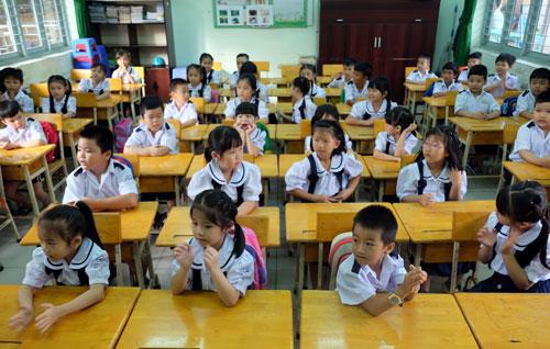 Học sinh lớp 1 trường Tiểu học Cửu Long trong ngày tựu trường. Ảnh: Mạnh Tùng.