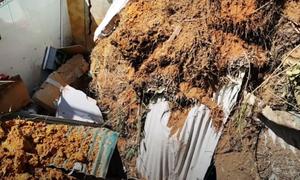 4 người suýt chết vì hàng xóm xây nhà gây sạt lở