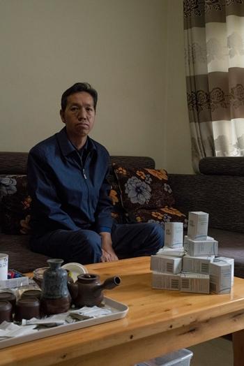 Hong Ruping, người bị bệnh thận mãn tính ở tây nam Trung Quốc. Ảnh: NYTimes.