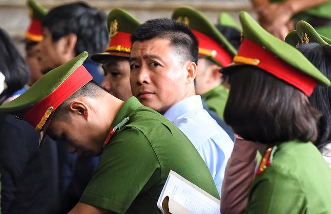 Sắc thái khi hầu tòa của bị cáo trong vụ án ông Phan Văn Vĩnh
