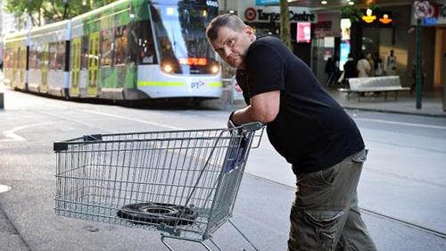 Người vô gia cư Michael Rogers. Ảnh: News