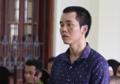 Ba anh em ruột đi tù vì đâm chết chủ quán karaoke