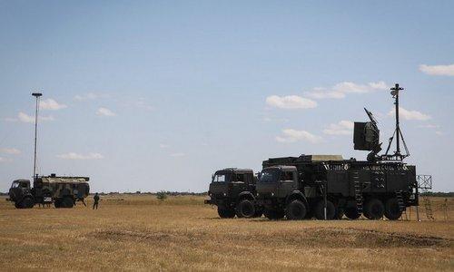 Hệ thống gây nhiễu Krasukha-4 của Nga trong một cuộc diễn tập. Ảnh: KRET.