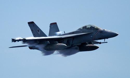 Tiêm kích F/A-18F Mỹ bay huấn luyện gần Nhật Bản. Ảnh: US Navy.