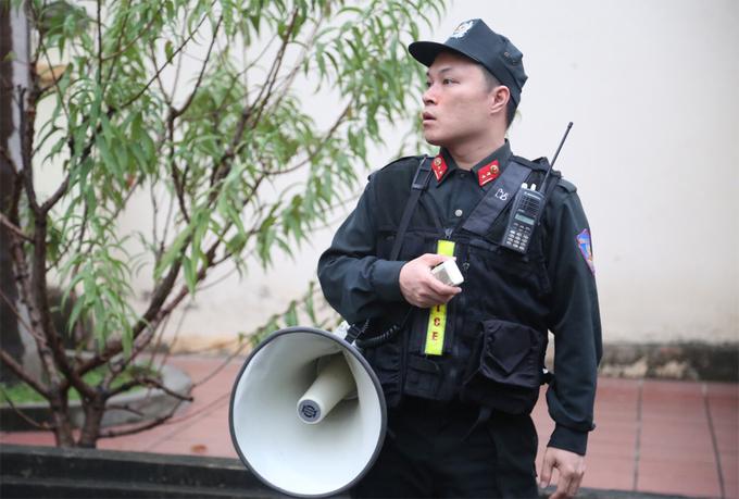 Nhiều lớp cảnh sát tại phiên xét xử ông Phan Văn Vĩnh