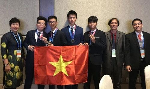 Đoàn học sinh Việt Nam tham dự kỳ thi OlympicThiên văn học và Vật lý thiên văn quốc tế 2018 tại Trung Quốc. Ảnh: TTXVN.