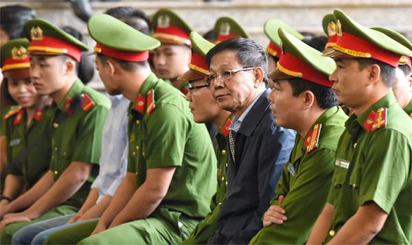 Ông Phan Văn Vĩnh ở hàng ghế bị cáo. Ảnh: Giang Huy
