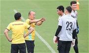 'VFF thiếu chuyên nghiệp nên cầu thủ mới phân tâm chuyện vé AFF Cup'
