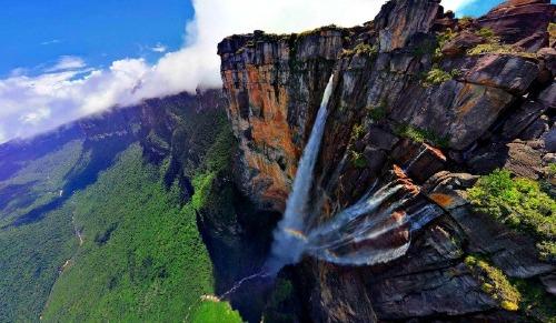 Thác Thiên Thần (Angel falls) cao 979m. Ảnh: Travelingyuk