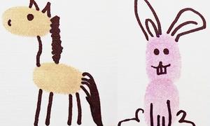 Dạy trẻ vẽ con vật bằng cách để lại dấu vân tay
