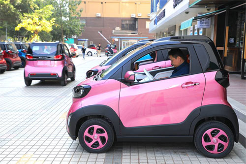 Tại thị trường ôtô Trung Quốc10 tháng đầu năm 2018, duy nhất phân khúc ôtô điện có mức tăng trong khi những phân khúc còn lại đều giảm. Ảnh: The Wall Street Jounal.