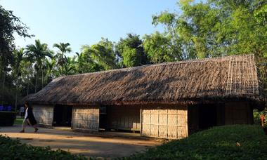Ngôi nhà lá 5 gian đón hàng triệu khách ghé thăm ở Nghệ An