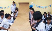 Học sinh Hải Phòng thích thú với cuộn công thức hóa học khổng lồ