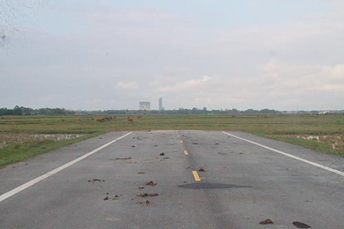 Đoạn đường cụt nối về TP Hà Tĩnh. Ảnh: Đức Hùng