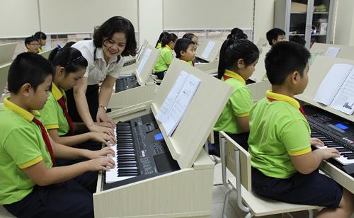 Tiết học âm nhạc của học sinh trường THCS Thanh Xuân (quận Thanh Xuân). Ảnh: Website trường.