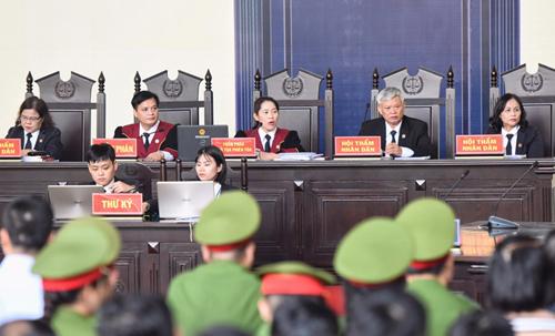 Bà Nguyễn Thị Thùy Hương điều hành phiên tòa lớn nhất trong lịch sử tại TAND tỉnh Phú Thọ. Ảnh: Giang Huy